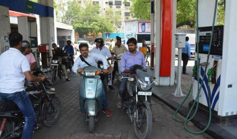 Fuel prices remained unchanged on Thursday.