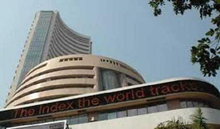 Sensex slumps 318.18 points on negative global cues