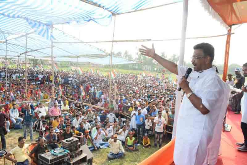 Bengal: TMC leader Firhad Hakim caught abusing BJP, CISF in viral video
