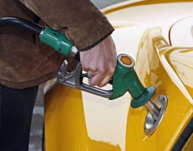 Mumbai: Petrol price crosses 99/litre