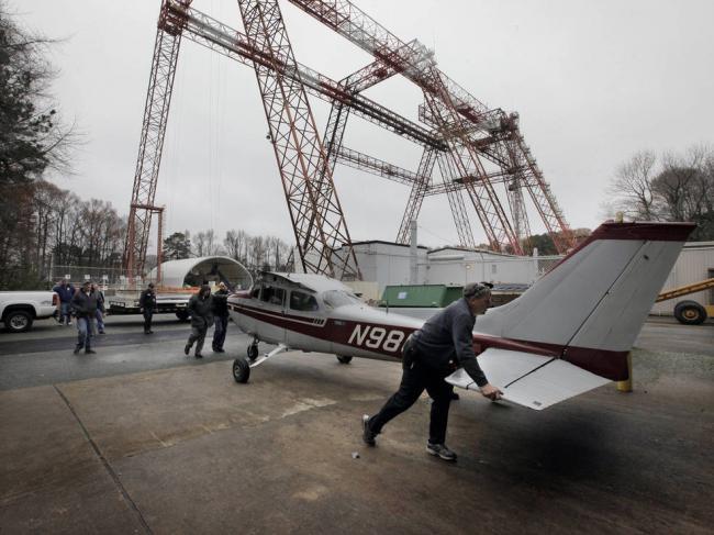 NASA to test emergency locator transmitters by crashing airplane