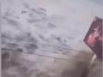 Indonesia: Tsunami hits Palu after strong earthquake