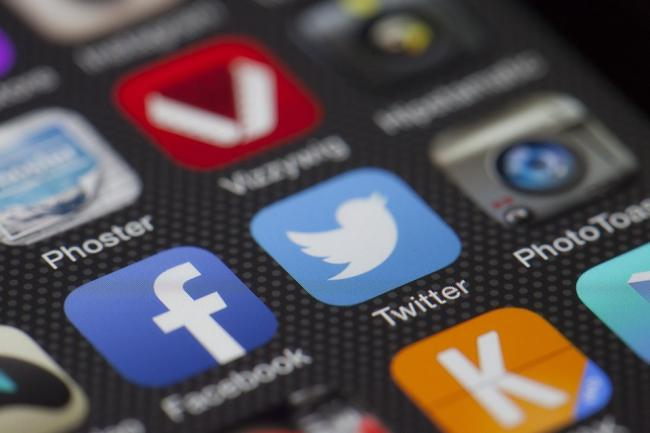 Who's in control? U of T researcher examines why it's so difficult to disconnect from social media