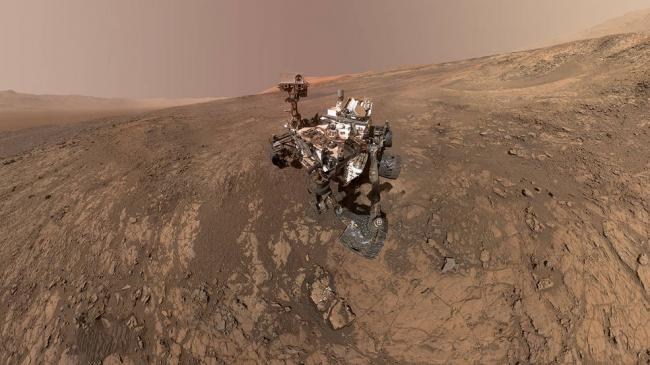 Mount Sharp 'photobombs' Mars Curiosity Rover