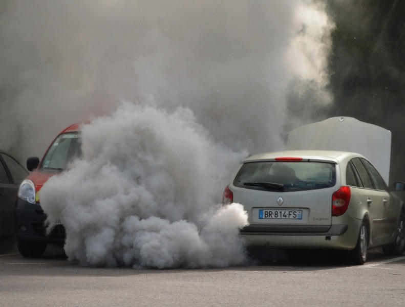 Car passengers can reduce pollution risk by closing windows and changing route, says study