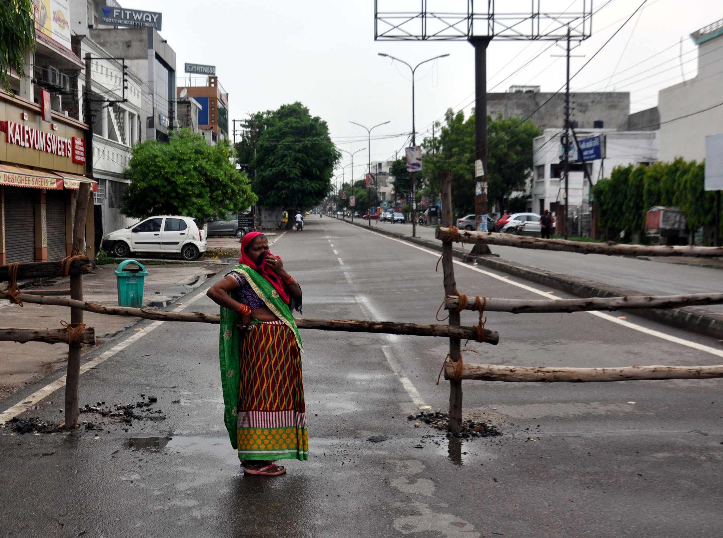 India's daily COVID-19 tally dips slightly, death toll touches 28084