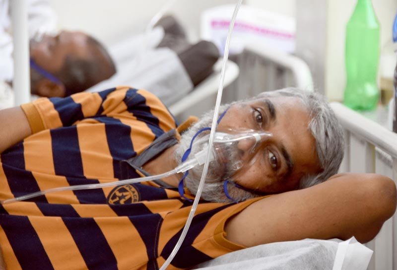 India witnesses slight fall in Covid cases