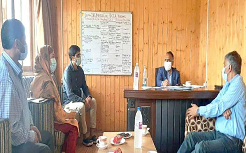 DC Kashmir discusses Covid19 inoculation drive in Srinagar