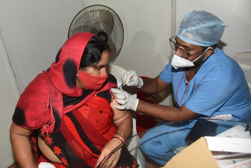 COVID-19: India reports 25,404 new infections, 339 deaths in 24 hours