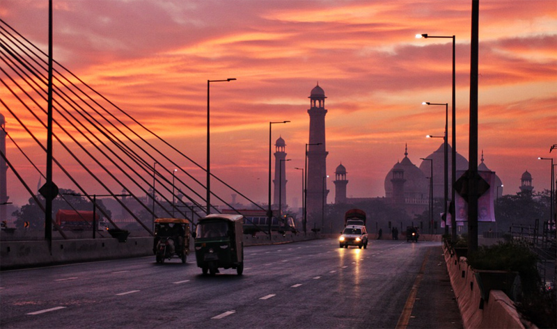 Lahore to go for complete lockdown on weekends from May 1