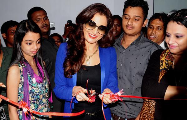 Monica inaugurates Glamzon Salon in Kolkata