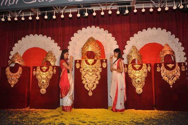Tanishq Adorns Goddess Durga Idol With Jewellery Indiablooms