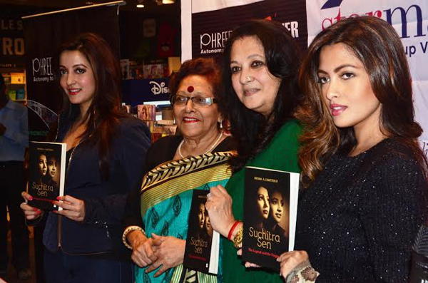 Kolkata: Moon Moon Sen unveils Shoma A. Chatterji's book