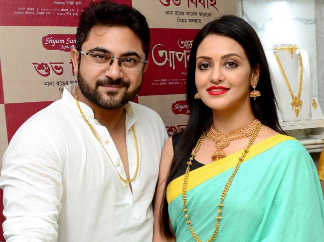 Tollywood stars Soham and Priyanka unveil new jewellery collection from Shyam Sundar Co.