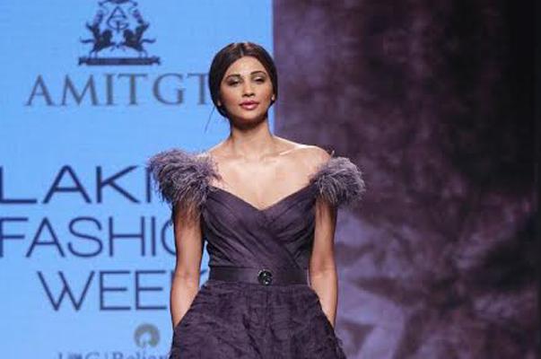 LFW: Daisy Shah walks the ramp as show stopper