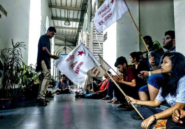 Kolkata: Presidency University students gherao officials over counselling fee hike