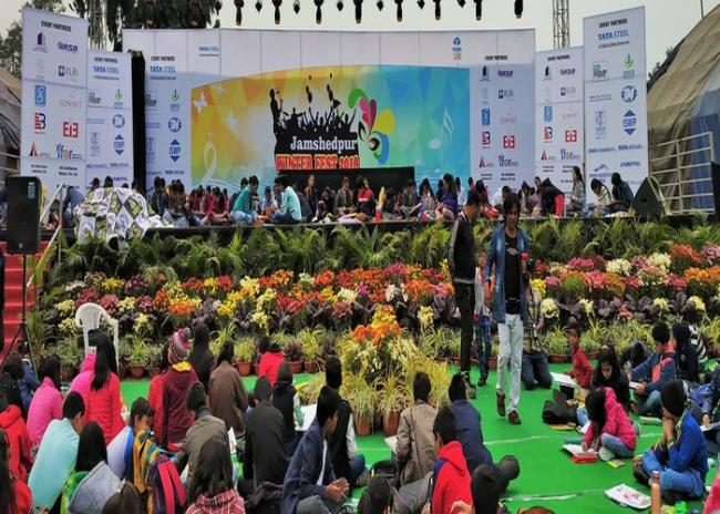 Jamshedpur Carnival aces the weather with its variety programmes