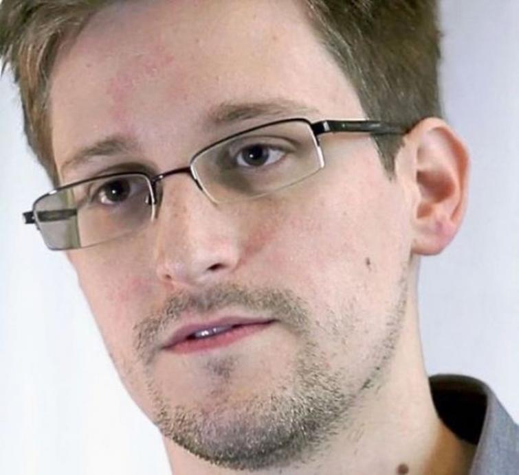 Snowden presents his book, talks about life in Russia