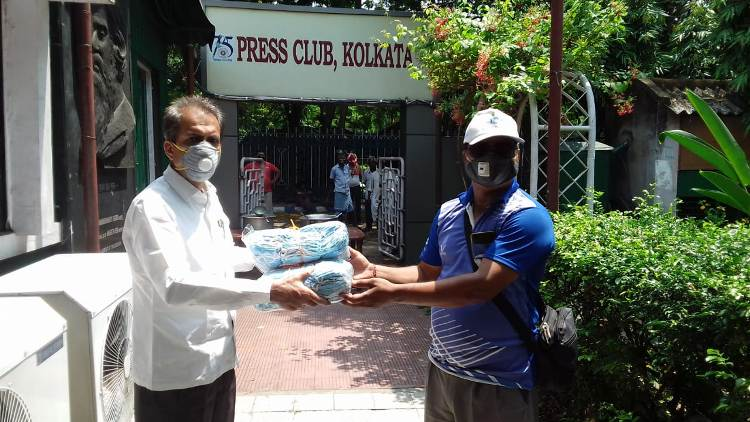 Kolkata citizen leads drive to provide sanitisers, food and other support to people working at the frontline