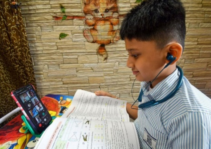 J&K Education department issues guidelines for holding online, offline classes in schools