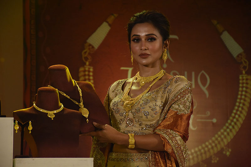 Tollywood actress Mimi Chakraborty unveils Tanishq's exclusive Pujo collection Shaaj