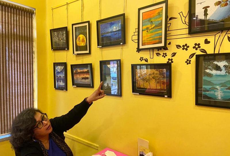Sports journalist Elora Sen showcasing her works at a Kolkata cafe