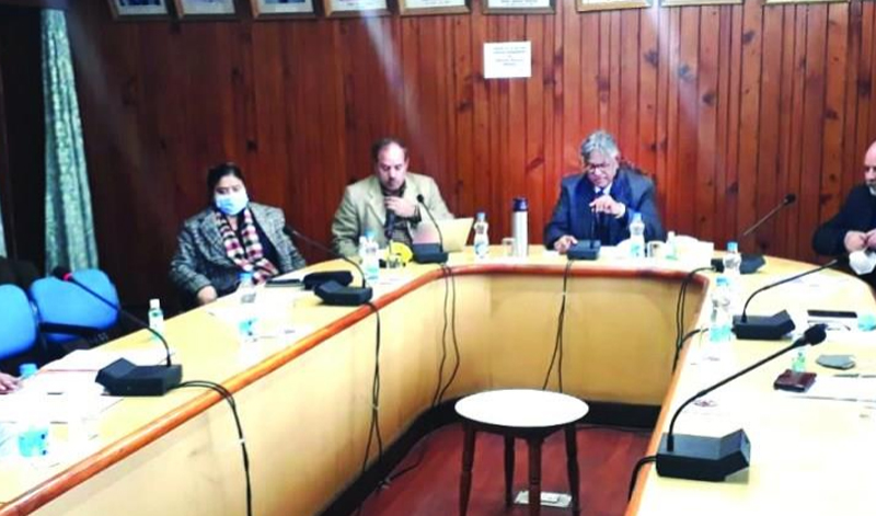 KU VC chairs first meeting of Working Group on Climate Change