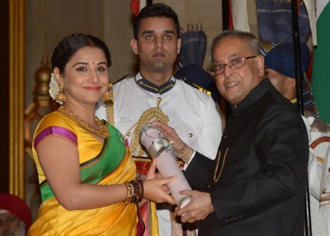 Prez presents Padma awards