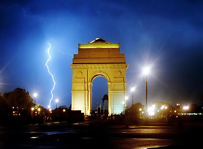 Dust storm, heavy rains hit Delhi, Metro services affected