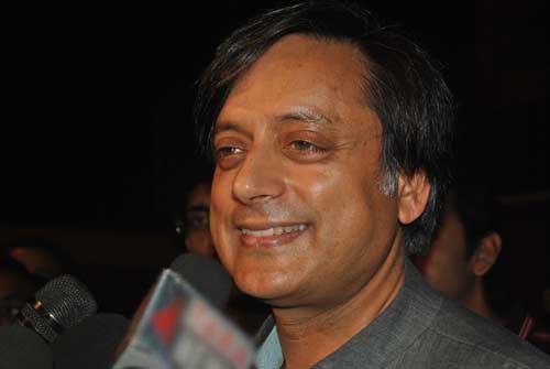 Tharoor avoids questions on Sunanda Pushkar case