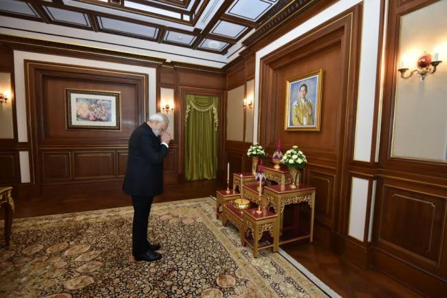PM Modi stops at Bangkok to pay his respect to late King Bhumibol Adulyadej