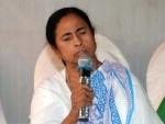 Demonetisation: Mamata Banerjee departs for Delhi to unite oppositions against Modi-govt