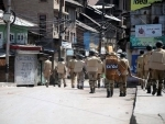 Kashmir: Violent protesters snatch service rifle from cop