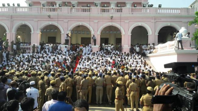 Jayalalithaa's funeral to take place at Marina Beach