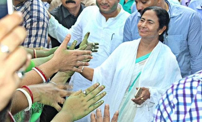 Mamata Banerjee wishes Sonia Gandhi on her birthday