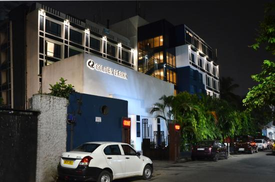 Massive fire in Kolkata hotel claims 2 lives