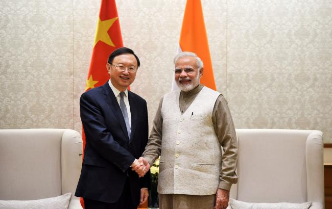Yang Jiechi, State Councillor of the People's Republic of China, calls on PM
