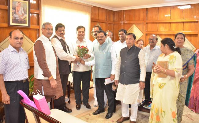 Parliamentary Committee meets Sonowal, discusses flood and erosion problem