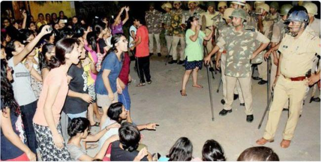 BHU eve-teasing row: Campus remains tense, 7 injured in lathicharge