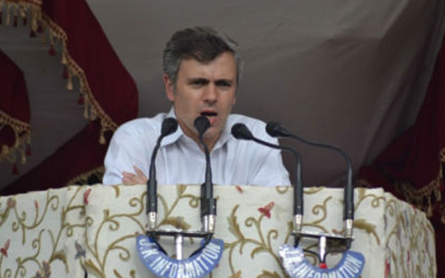 Clarify controversy raised over functioning of EVMs: Omar Abdullah tells EC