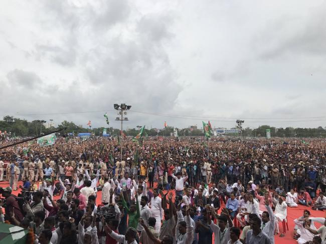 Patna: Sharad Yadav calls for grand alliance at national level, Mamata Banerjee slams Centre