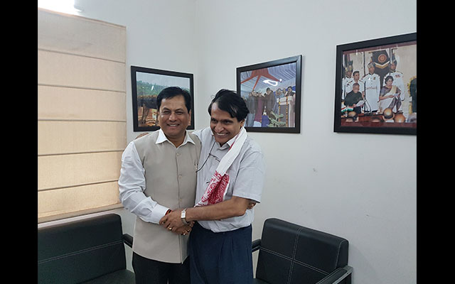 Sonowal meets Jaitley-Prabhu and requests centre's help for new Industrial Policy