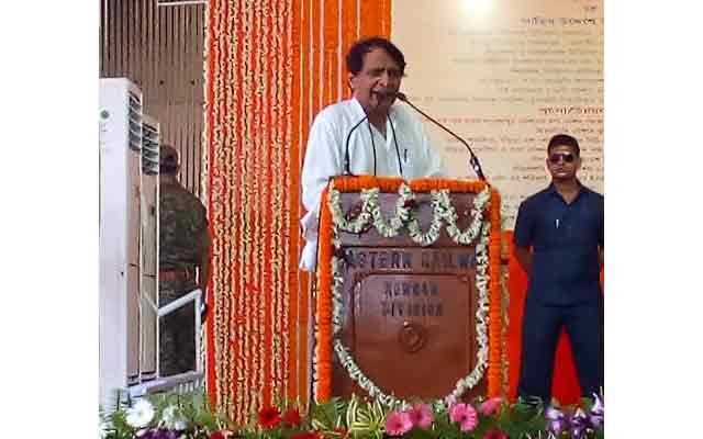 Rs. 375,000 crore invested in last three years to upgrade Indian Railways, says, Suresh Prabhu