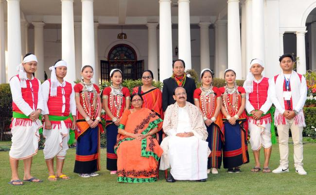 Vice president naidu meets and greets the tableaux artistes and vice president naidu meets and greets the tableaux artistes and tribal guests m4hsunfo