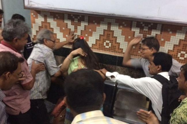 Kolkata: Woman Harassed By Middle-aged Man For Smoking in Public With Friends