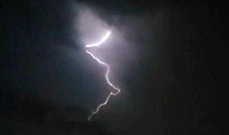 Maharashtra: Four dies after lightning struck on them