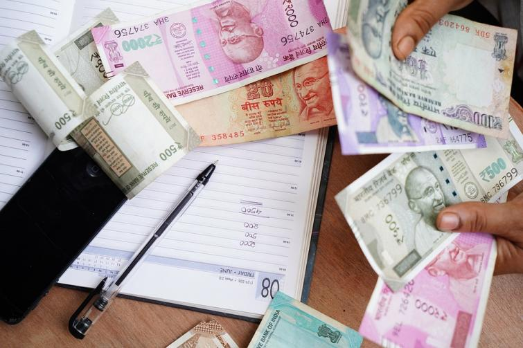 Bihar: Criminals loot cash from youth