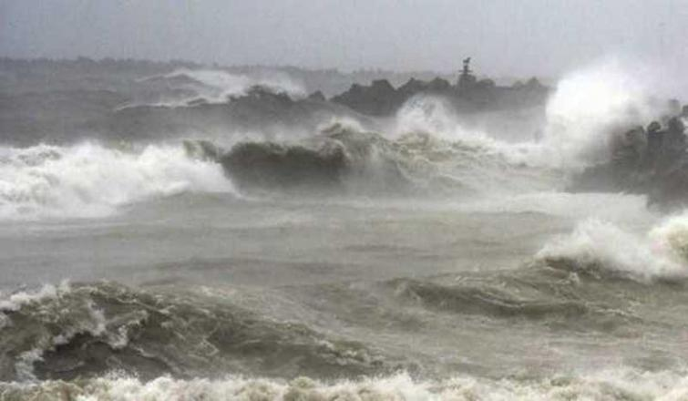 Cyclone Fani: Odisha govt cancels leave of all govt officials in four coastal districts