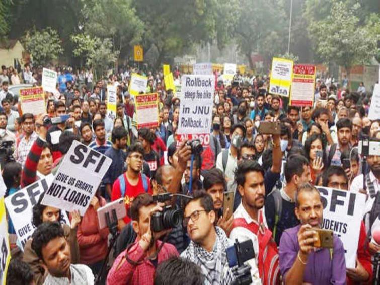 Shiv Sena lambasts BJP for baton-charging JNU students