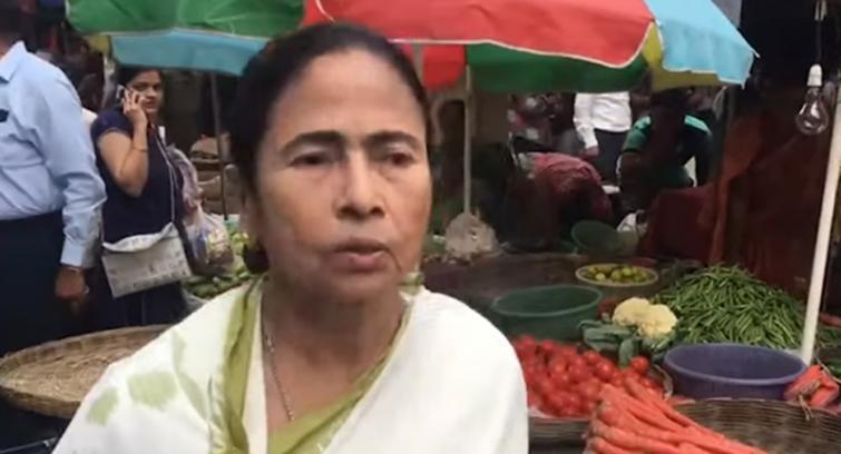 Kolkata: Fair price shops starts selling onion at Rs. 59 per kg, Mamata Banerjee visits south Kolkata market